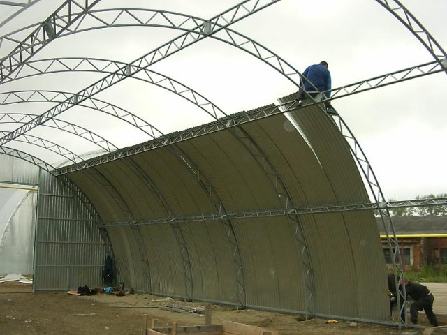 Removal of a metal hangar